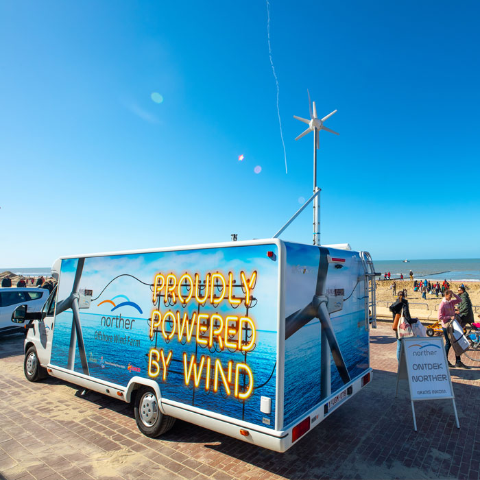 During the summer months, Push To Talk toured the coast along the Norther wind farm with an infomobile. Information panels treated passers-by to explanations about wind energy. Videos showed the heroic stories of the construction of this offshore wind farm. Solar panels and a wind turbine on the roof of the infomobile supplied the energy for the exhibition. This way the culture becomes visible in practice.